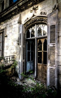 The old abandoned house from the 1900's that stays perfectly fine no matter what happens t ...