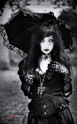 Model: Kuro hana Photo: Epine photos Welcome to Gothic and Amazing|www.gothicandamazing.org